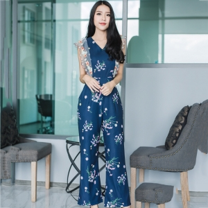 ชุดจั๊มสูทกางเกงขายาวสีน้ำเงินกรมท่า ลายดอกไม้ แขนระบาย สวยหวาน น่ารักๆ