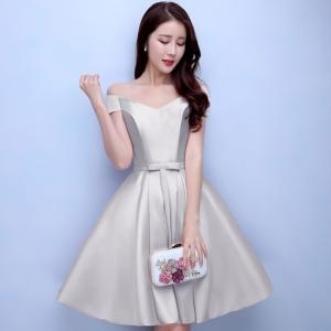 ชุดราตรีสั้นสีเทา คอวีปาดไหล่ กระโปรงทรงบาน แนวชุดออกงานเรียบหรู สวยหวาน ดูดี ราคาไม่แพง
