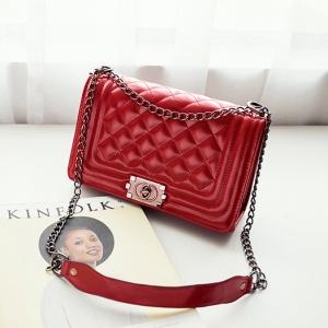กระเป๋าทรงชาแนลสีแดง สะพายข้างสายโซ่