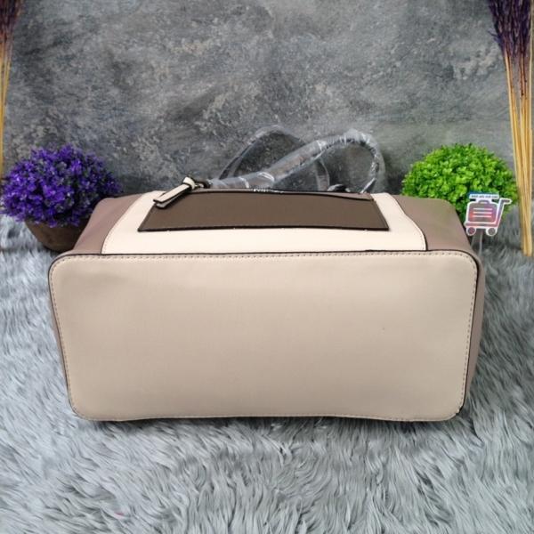 รูปภาพสินค้า Guess Shopping Bag
