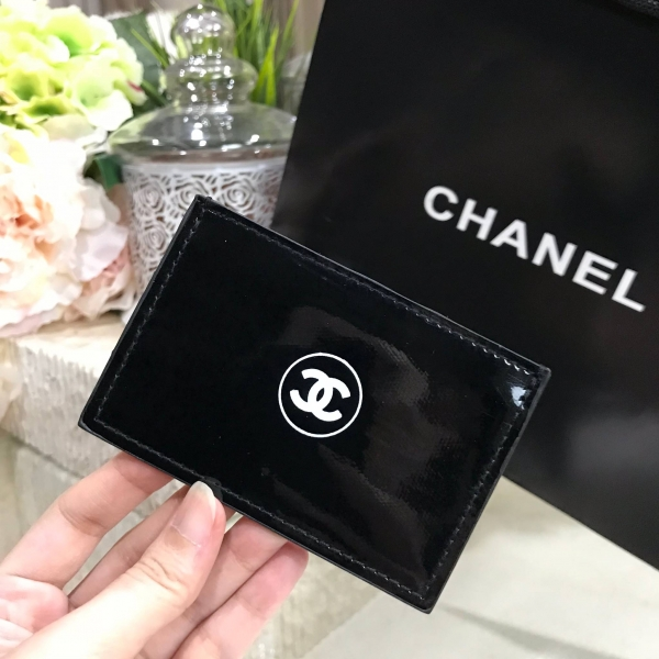 571b0a912b704e ... รูปภาพสินค้า Chanel Ultra Correction Lift Patent Leather Card Holder  VIP Gift With Purchase (GWP ...