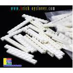 BRI004W ตัวต่ออิสระแผ่นบางสีขาว ขนาด 1x8 ปุ่ม น้ำหนัก 100 กรัมในถุงพลาสติกใส