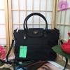 PRADA NYLON BAG WITH ZIP กระเป๋าถือหรือสะพายสไตล์ Longchamp พรีเมี่ยมกิ้ฟจากเคาน์เตอร์แบรนด์ Limited edition