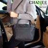 กระเป๋า สวยๆ จาก แบรนด์ PRADA เป็นกระเป๋า ใบสวยรุ่นหายาก ขนาดกำลังดี