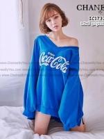 เสื้อแขนยาวผ้ายืดเนื้อดี ผ้านุ่ม คอวีแขนยาว สกรีนด้านหน้า Coca-Cola ด้านหลัง Coke is it!