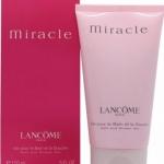 lancome Miracle Bath And Shower Gel 150ml. เจลอาบน้ำทำความสะอาดร่างกายจากเครื่องสำอาง lancome เป็นเจลอาบน้ำที่มีความหรูหราอยู่ในตัว มีกลิ่นหอมที่แสนพิเศษของน้ำหอม Miracle ที่ชวนหลงไหลและรู้สึกสดชื่นช่วยทำให้ผ่อนคลายทำความสะอาดร่างกายของคุณได้อย่างสะอาดหมด