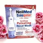 NeilMed Sinugator Pulsating Nasal Wash ชุดอุปกรณ์เครื่องล้างจมูกสะดวก และ ปลอดภัย แรงดันน้ำที่ตั้งมาจากตัวเครื่องอยู่ในความพอดี เหมาะสำหรับเด็กที่ชอบเป็นหวัด เป็นภูมิแพ้ หรือ ไซนัส ผู้ใหญ่ก็ใช้ได้นะจ้ะ มาๆๆ ล้างจมูกกันเถอะ การล้างจมูกเป็นประจำจะช่วยให้ห่า