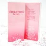 Clinique Happy Heart Eau De Perfume Spray (100 ml) น้ำหอมที่ให้ความหอมของกลีบดอกไม้ ให้กลิ่นสดชื่น สบายของไอเย็นจากยอดเขา เสริมด้วยกลิ่นหวานซ่อนเปรี้ยวของส้ม (Mandarin) พร้อมเพิ่มความโดดเด่นเฉพาะของความเป็นผู้หญิง ด้วยกลิ่นดอกไม้นานาชนิดทั้ง yellow primro