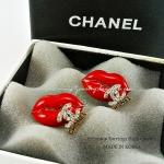 ต่างหู ตุ้มหู CHANEL งานเกาหลี เกรด Premium ริมฝีปากแแดง ประดับ logo ฝังเพชร เรือนทอง เกร๋ฝุดๆ ค่า ขนาด 2cm x 1.5cm