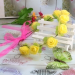 มงกุฎดอกไม้ ของขวัญวันรับปริญญา ที่คาดผมดอกกุหลาบสีเหลือง