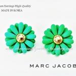 ต่างหู ตุ้มหูงานเกาหลี เกรด Hi Premium แบรนด์ Marc Jacobs สีเขียวสุดเกร๋สบายตา ตัวเรือนโรเดียมทอง ตรงกลางปั๊มชื่่อ brand น่ารักมากๆค่ะคู่นี้ ดาราเซเลบใส่เพียบเลยค่ะ ขนาด 2.3cm x 2.3cm ของจริงสีสวยกว่าในรูปเยอะเลยค่ะ