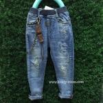 (เล็ก-โต) กางเกงยีนส์ฟอก ผ้าเกาหลี เนื้อนิ่ม ผ้าดีม๊ากค่ะ ทรงสวย งานแต่งแบบปะๆ ขาดๆ มาพร้อมโซ่ห้อยเท่ๆ ใส่ได้ทั้งหญิงและชายค่ะ