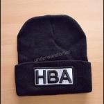 หมวกไหมพรมสีดำ