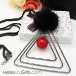 สร้อยคอแฟชั่นเกาหลี สร้อยคอมุยาวห้อยจี้รูปสามเหลี่ยมซ้อนสีดำและลูกกลมแดง